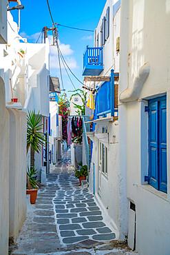 View of narrow street, Mykonos Town, Mykonos, Cyclades Islands, Greek Islands, Aegean Sea, Greece, Europe
