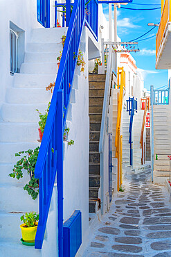 View of narrow cobbled street, Mykonos Town, Mykonos, Cyclades Islands, Greek Islands, Aegean Sea, Greece, Europe