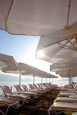 Sunbeds and sunshades, Marmaris, Anatolia, Turkey, Asia Minor, Eurasia