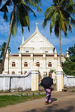Santa Cruz Basilica, Kochi (Cochin), Kerala, India, Asia