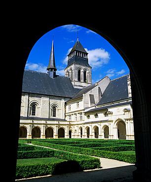 View through cloisters to the abbey church, Fontevraud Abbey (Abbaye de Fontevraud), Fontevraud, Pays-de-la-Loire, France, Europe