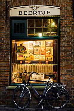 T Brugge Beertje (traditional Bruges bar), Bruges, West Vlaanderen (Flanders), Belgium, Europe