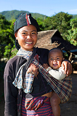 Mother and baby from Ann hill tribe village, near Kengtung, Shan State, Myanmar (Burma), Asia