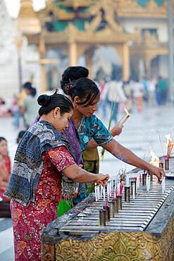Devotees, Shwedagon pagoda, Yangon (Rangoon), Yangon Region, Myanmar (Burma), Asia
