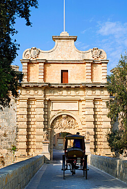 Mdina Gate with horse drawn carriage, Mdina, Malta, Mediterranean, Europe