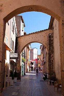 Street in old town, Saint-Tropez, Var, Provence-Alpes-Cote d'Azur, Provence, France, Europe