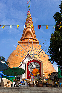 Phra Pathom Chedi, the tallest stupa in the world at 127 metres, Nakhon Pathom, Central Thailand, Thailand, Southeast Asia, Asia