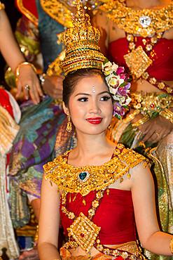 Young Thai woman at Loi Krathong festival, Chiang Mai, Northern Thailand, Thailand, Southeast Asia, Asia