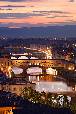 Sunset view over Florence and the Ponte Vecchio from Piazza Michelangelo, Florence, UNESCO World Heritage Site, Tuscany, Italy, Europe