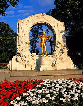 Statue of Johann Strauss, Stadtpark, Vienna, Austria, Europe