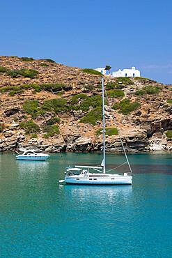 Yacht anchored off Apokofto beach with azure water, Chrisopigi, Sifnos, Cyclades, Aegean Sea, Greek Islands, Greece, Europe