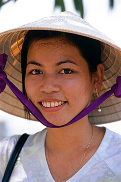 Portrait of young Vietnamese girl, Vietnam, Indochina, Southeast Asia, Asia