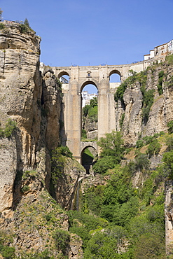 Puente Nuevo (New Bridge) and the white town perched on cliffs, Ronda, Andalucia, Spain, Europe