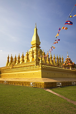 The golden Buddhist stupa of Pha That Luang, Vientiane, Laos, Indochina, Southeast Asia, Asia