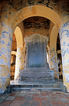 Stele Pavilion, Tomb of Tu Duc, Thuong Ba village, near Hue, North Central Coast, Vietnam, Indochina, Southeast Asia, Asia