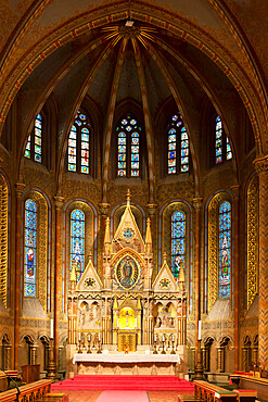 Gothic style altar, Matthias Church (Matyas-Templom), UNESCO World Heritage Site, Buda, Budapest, Hungary, Europe