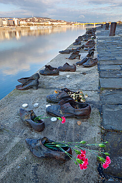 The Shoes on the Danube memorial to Jews shot by Arrow Cross militiamen in 1944 and 1945, Budapest, Hungary, Europe