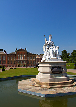 Queen Victoria Statue and Kensington Palace, Kensington Gardens, London, England, United Kingdom, Europe