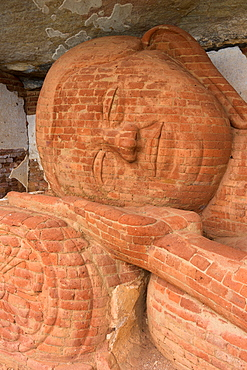 Reclining Buddha statue at Pidurangala Rock Cave Temple, Sigiriya, Sri Lanka, Asia