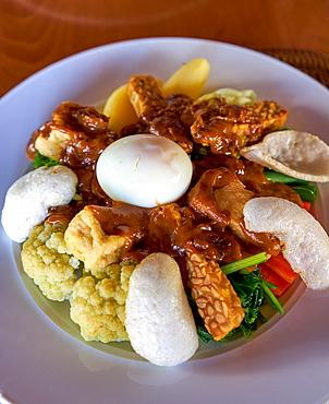 Gado gado, an Indonesian national dish, with fried tofu and tempeh, Bali, Indonesia, Southeast Asia, Asia