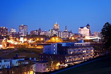 USA, Wisconsin, Milwaukee, City view at night, USA, Wisconsin, Milwaukee