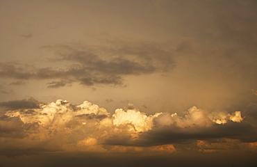 USA, South Dakota, Badlands National Park, Clouds at sunset