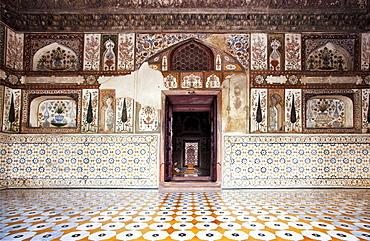 India, Uttar Pradesh, Agra, Itmad-ud-Daula's Tomb or Baby Taj, interior, India, Uttar Pradesh, Agra (interior)