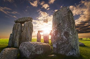 UK, England, Wiltshire, Stonehenge at sunset, UK, England, Wiltshire