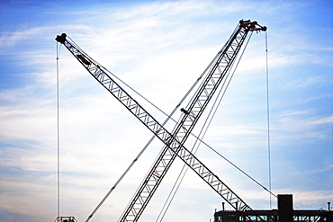 Industrial cranes with crossed booms