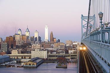 USA, Pennsylvania, Philadelphia, view at Benjamin Franklin Bridge at sunset