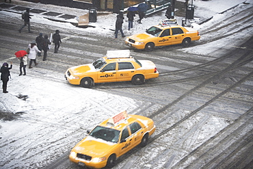USA, New York State, New York City, crossroad with yellow taxi