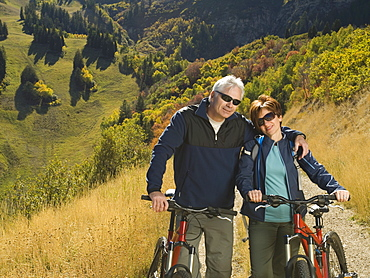 Senior couple with mountain bikes, Utah, United States