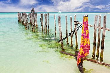 Mexico, Quintana Roo, Yucatan Peninsula, Isla Mujeres, Wooden fence in ocean, Mexico, Quintana Roo, Yucatan Peninsula, Isla Mujeres