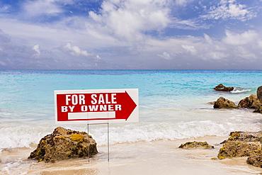 Mexico, Quintana Roo, Yucatan Peninsula, Cancun, For sale sign on coast, Mexico, Quintana Roo, Yucatan Peninsula, Cancun