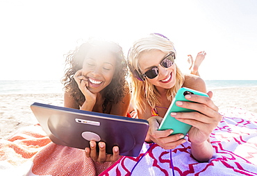 Female friends on beach, USA, Florida, Jupiter