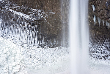 Frozen falls in winter, USA, Oregon, Multnomah County, Frozen Falls