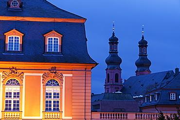 Illuminated Staatskanzlei Rheinland-Pfalz and St. Peter Church, Germany, Rhineland-Palatinate, Mainz, Staatskanzlei Rheinland-Pfalz, St. Peter Church