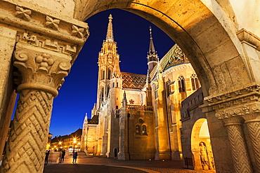 Matthias Church seen through arch of Fisherman's Bastion, Hungary, Budapest, Matthias Church, Fisherman's Bastion