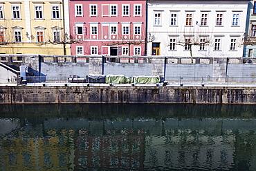 Ljubljanica River and riverfront houses, Slovenia, Ljubljana, Ljubljanica River