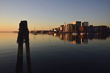 Fan Pier waterfront at sunrise, USA, Massachusetts, Boston, Fan Pier Waterfront