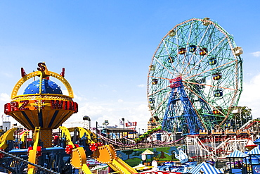 USA, New York State, New York City, Brooklyn, Ferris wheel in amusement park
