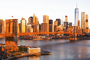 USA, New York State, New York City, Brooklyn Bridge and Manhattan at dawn
