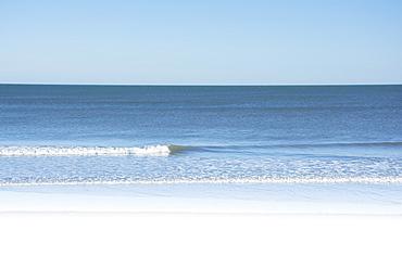 USA, North Carolina, Surf City, Clear sky over beach
