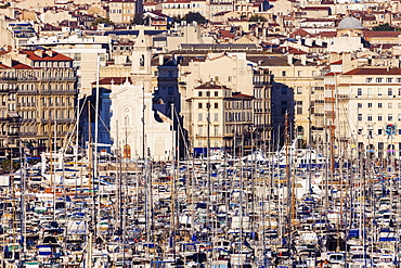 France, Provence-Alpes-Cote d'Azur, Marseille, Cityscape with Vieux port - Old Port on sunny day