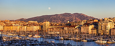 France, Provence-Alpes-Cote d'Azur, Marseille, Cityscape with Vieux port - Old Port, mountain in background