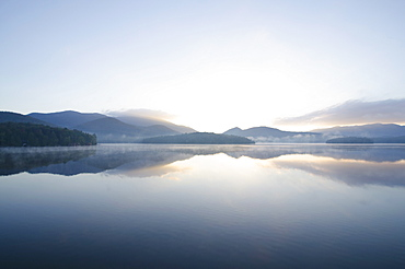 USA, New York, St. Armand, Sunrise over Lake Placid