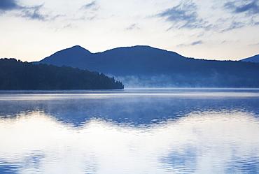 USA, New York, St. Armand, Sunrise over Lake Placid