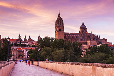 Spain, Castile and Leon, Salamanca, Catedral Nueva de Salamanca and Roman Bridge in long exposure