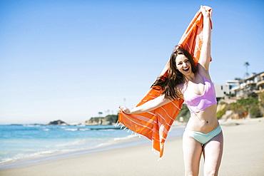 USA, California, Woman laughing on Laguna Beach