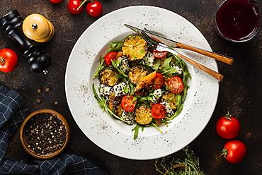 Vegetable salad with lemons